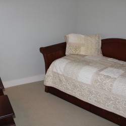 Trundle bed in niche bedroom